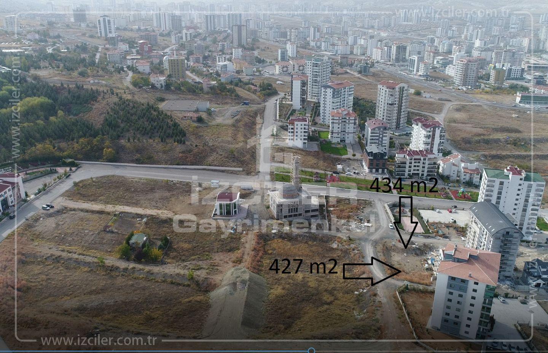 Bağlıcanın Girişinde 0.70Emsal Köşe ve Tek tapu 427m2 + 434 m2 İMARLI