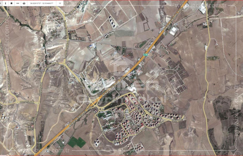 Eskişehir Yolunda Üzerinde Yukarıyurtçuda Satılık 10.000m2 Tarla