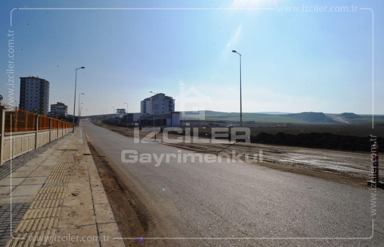 Ayyıldız Mahallesinde Emsal 0,40 Satılık 2515 m2 8 Daireli Arsa